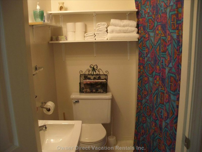 The 1 Full 4 Piece  Bathroom is  Fully Stocked with Linens