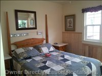 Natural Pine Walls in Main Bedroom, Queen Bed Flat Screen Tv/Cable/Wifi.Small Room, but Very Comfortable