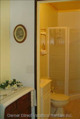 Bright, Clean, 3 Piece Bathroom, Stocked with Linens--Even Beach Towels