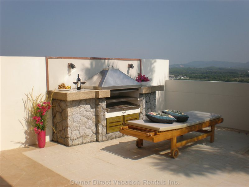 Roof-top Barbecue with Far-reaching Views over the Countryside