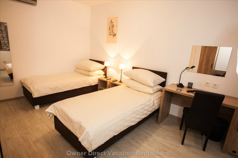 Two Single Beds at Old Town Rooms and Apartments - Double Room