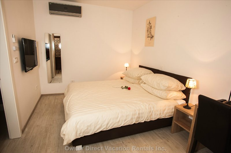 A Double Bed at at Old Town Rooms and Apartments - Double Room