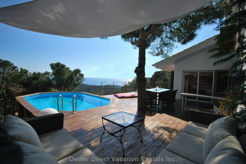 Huge 150 Square Meter Terrassa with Perfect View, Pool, Lounge Area, Dining, Sunbathing, Fridge, Bbq and Sink...