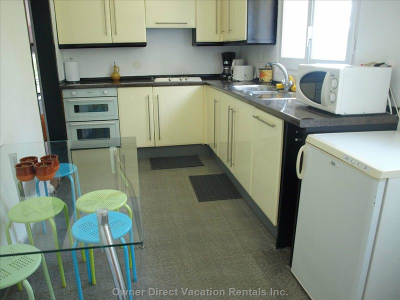 Independent Kitchen with 2 Stoves, Microave, Dishwasher...