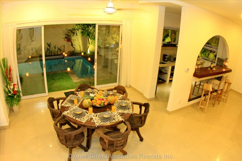 Dining Area by Night with Direct Access to the Pool
