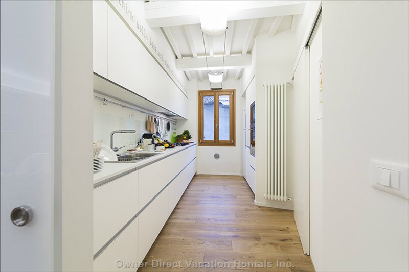Fully Equipped Kitchen with Dishwasher, Big Gas Stove, Oven, Microwave, Nespresso Coffee Machine