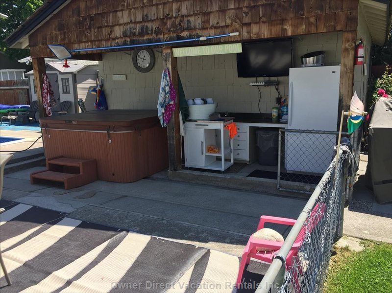 Out Door Kitchen  Sink Full Sized Fridge & Optic Tv