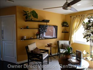 Living Room  - Comfortable Sitting Area, 50 Inch Big Screen TV.