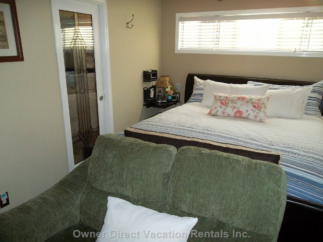 Master Bedroom Suite - Very Comfy King Size Bed, Quality Bedding, Real down Pillows.