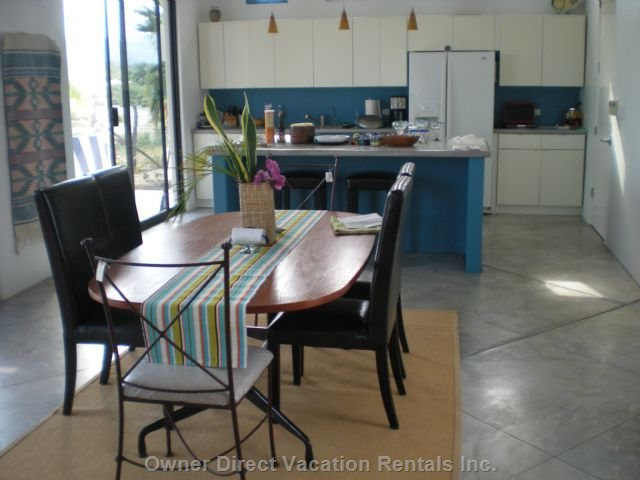Large Open Plan with Kitchen Island, Gas Stove