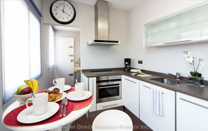 Please Dont Forget to Wash your Dishes Or Put them in the Dishwasher. Kitchen Fully Equipped by Siemmens.