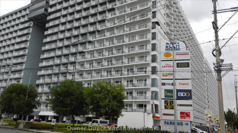 Shell Residences Mall of Asia, Pasay, Metro Manila.  10 Minutes Walk from the Condo to Mall of Asia.