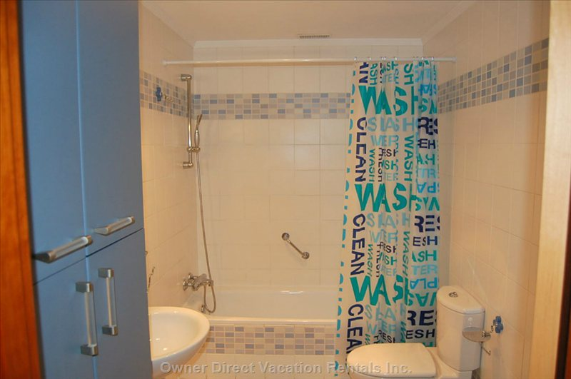 Shared Bathroom with Full Bathtub and Shower, Sink, Toilet, Bidet and Closet.