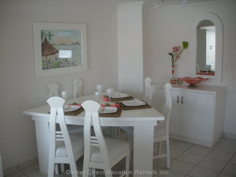 Dining Area - Comfortable Seating for Six