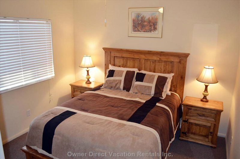 Guest Bedroom, Queen Bed, Mountain View