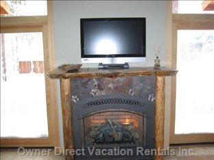 Living Room Fireplace/Flat Screen TV