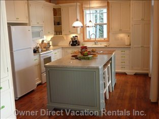 Kitchen: Island with Cutting Board and Stools