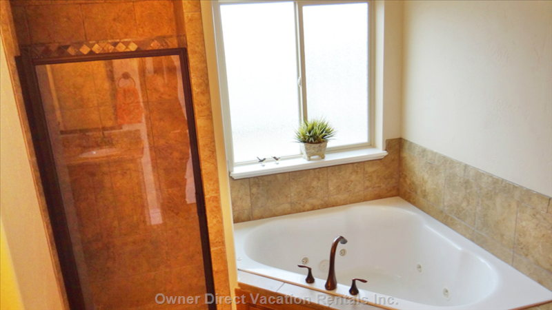Jetted Tub in Main Floor Ensuite