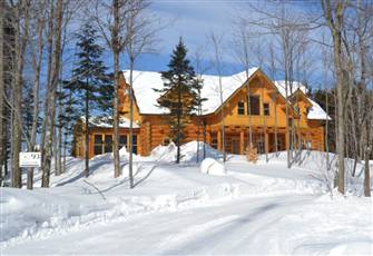 Luxury Log Home in the Laurentians