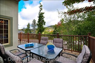 Enjoy the Mountain View from the Lovely Deck. Stainless Steel Bbq Available 365 Days/Yr.