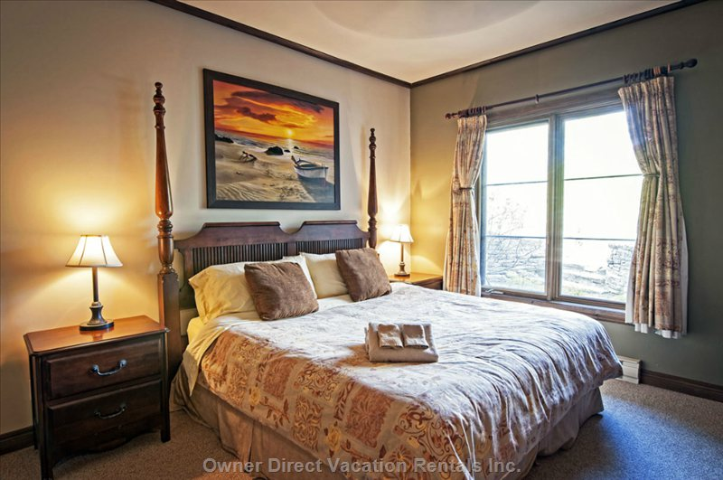 King Size Bed with Amazing View of the Mountain.