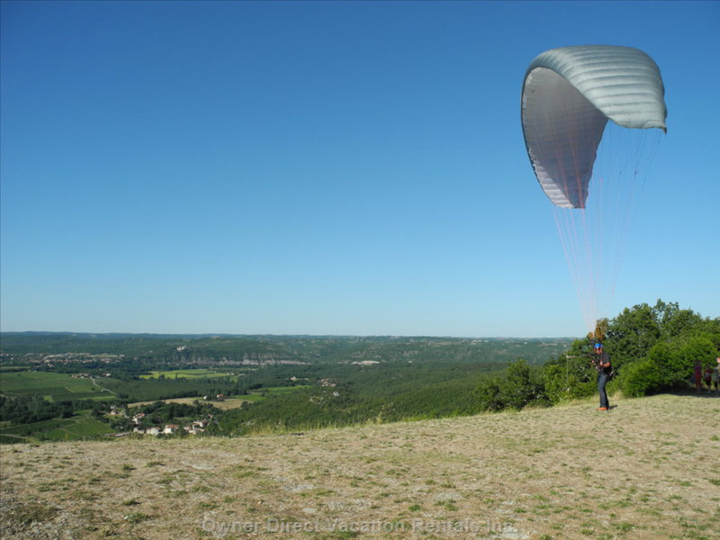Nearby Douelle is a Top Centre for Hang-Gliding: Float over the Vineyards!