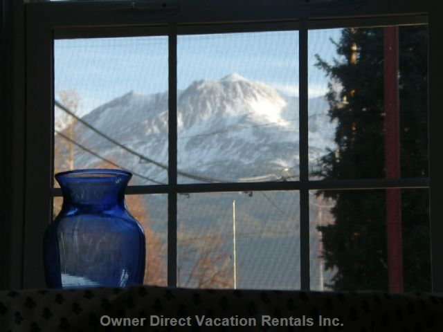 Blue Room View of MT Shasta, Queen Sleeper, Dining 4,Private