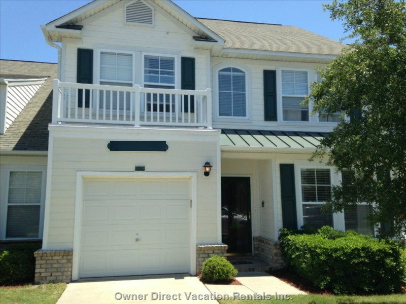 3 Br / 3.5 Ba Townhome with Garage and Private Driveway