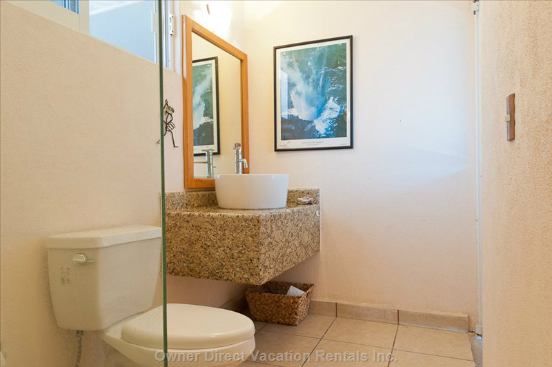 Top Floor Large Bathroom, with Fast Flow with Nice Shower Heads,Tolits and Shower