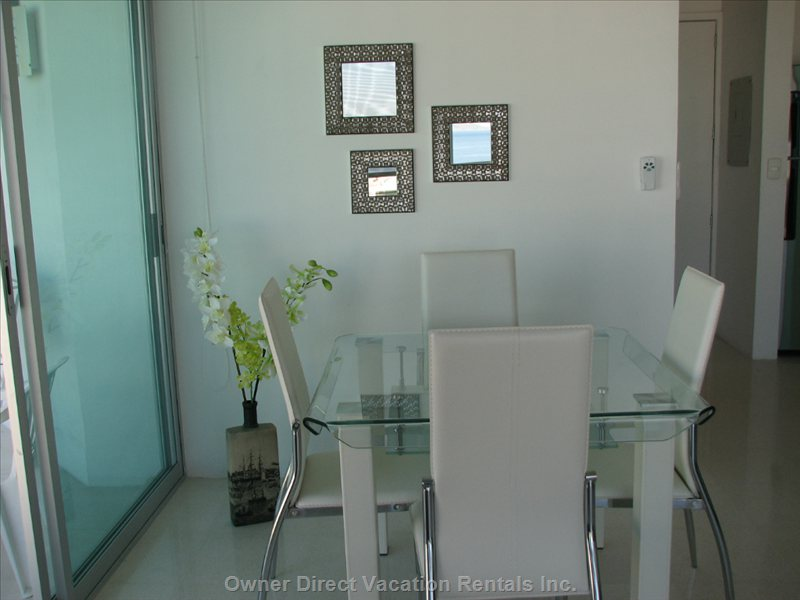 Dining Area - Coin Dinette