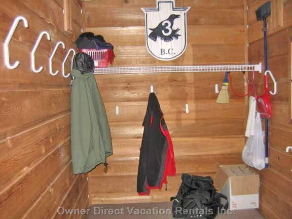 Large Entrance for all your Outdoor Clothing and Boots