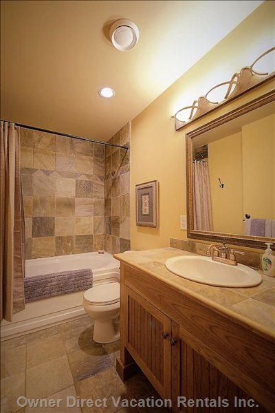 Main Bath with Soaker Tub/Shower