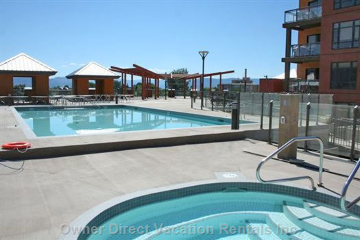 Hot Tub and Swimming Pool on the Level 3 Sun Decks