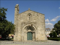 Historical Cedofeita'S Romanic Church (1 Min. Walking)