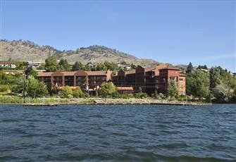 Beautiful and Cozy Osoyoos Lakefront Villa Style Unit at Village on the Lake