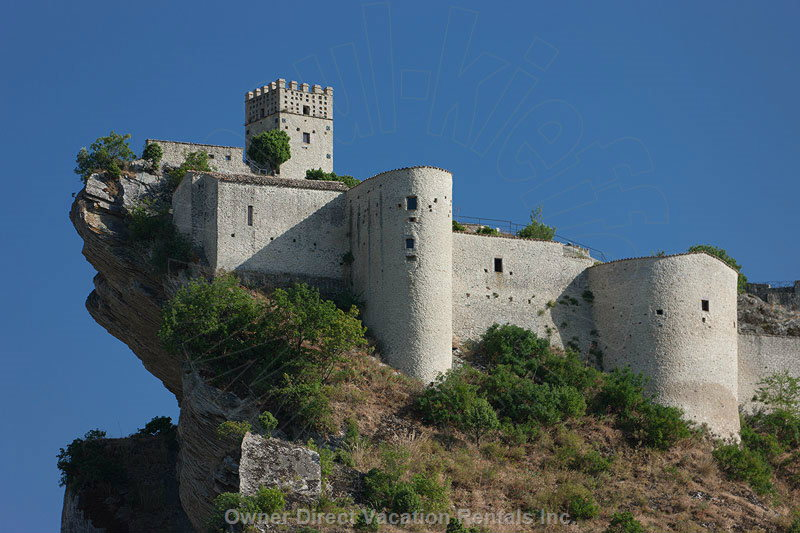 Roccascalegna Castle - 10km from the Villa