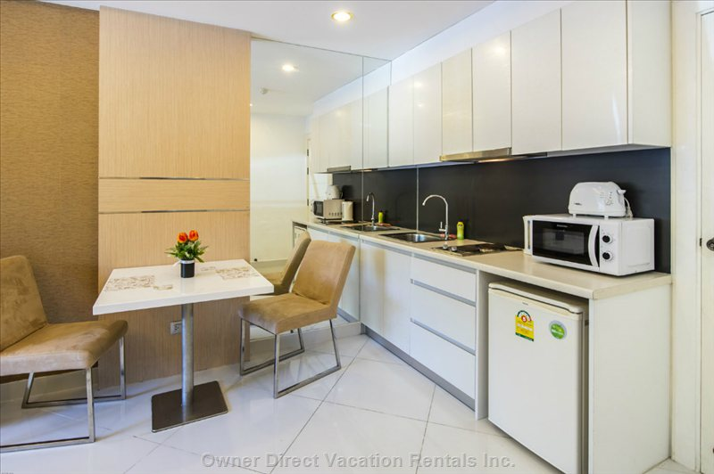 Modern and well Equipped Kitchenette