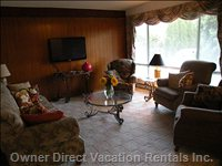 Comfortable Living Room with 42 Inch Flat Screen TV plus Complimentary Wifi and Canada/us Long Distance Calling.