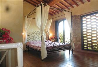 Charming Apartment with Pool, Airco, in the Heart of Tuscany. Art Towns Nearby