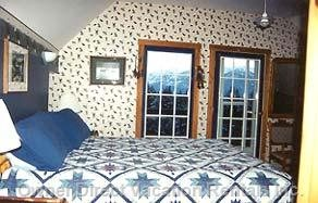 Eagles Nest  - Queen Size Bed / Futon / Ensuite with Private Balcony Oberlooking the Beautiful Columbia Valley