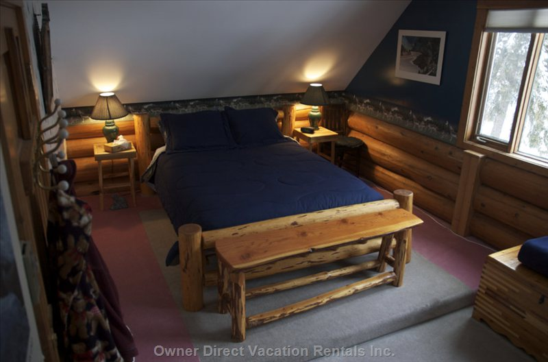 Wolves Den  - 1 Queen Size Bed and 2 Twin Beds