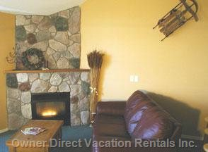 Gas Fireplace and Soft Leather Couches for Apres Ski