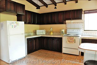 Kitchen Full Size Fridge & Stove