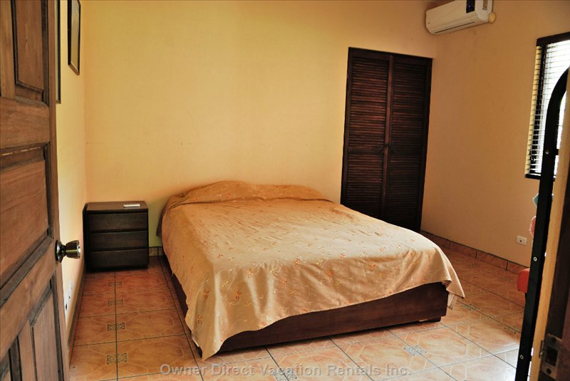 Queen Bed & Twin Bed 2nd Bedroom