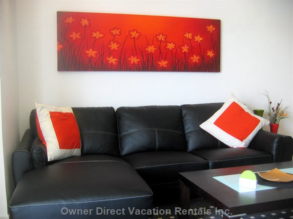 Comfortable Furnishing with Interesting Art
