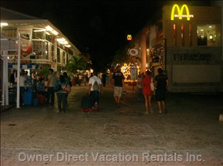 Playa Del Carmen - 5th Avenue at Night, Shopping is Open until 10pm and some to 11pm and Bars/Restaurants Open all Night Long.