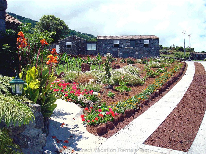 Stonehouse with the feel of traditional Azorean village