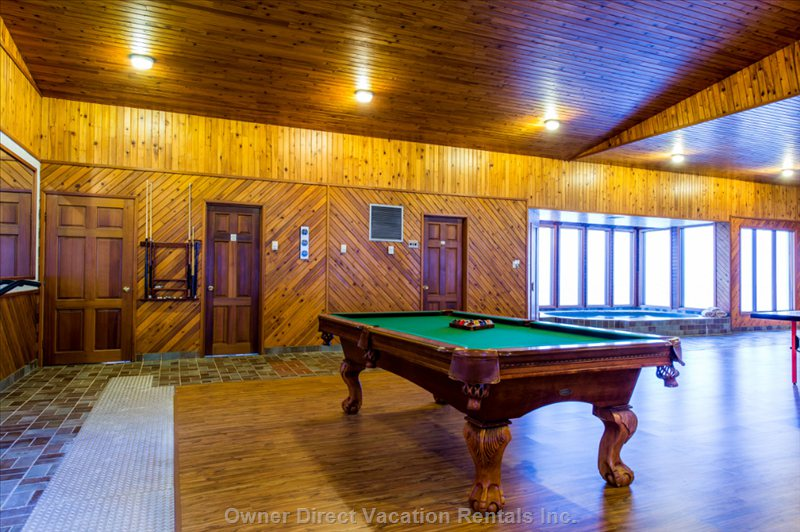 Entertaining Room, Pool Table, Ping Pong Table Hot Tub and Sauna