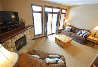 Warm 2-Bedroom, Perfect for Families with Lots of Kids. Ski-in/out with Hot Tub
