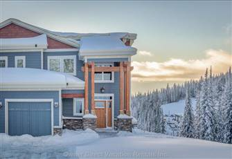 Unrivaled Deluxe 3 Bedroom/4 Bath Home with Amazing Views.  Pet Friendly Too!